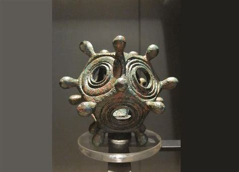 The enigmatic Roman bronze dodecahedron, the function of